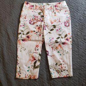 St. John's Bay Floral and White Capri Pants